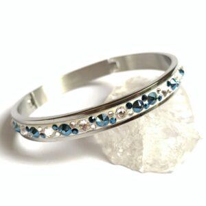Kobaltově modro-bílý náramek z chirurgické oceli