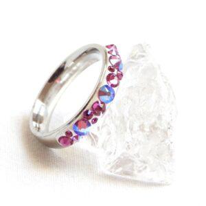 Úzký bílo-fuchsiový prstýnek