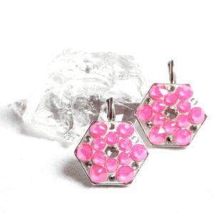 Velké neonově růžové hexagony
