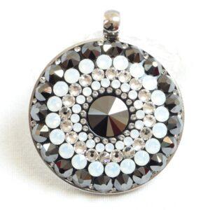 Největší opálovo-hematitový náhrdelník